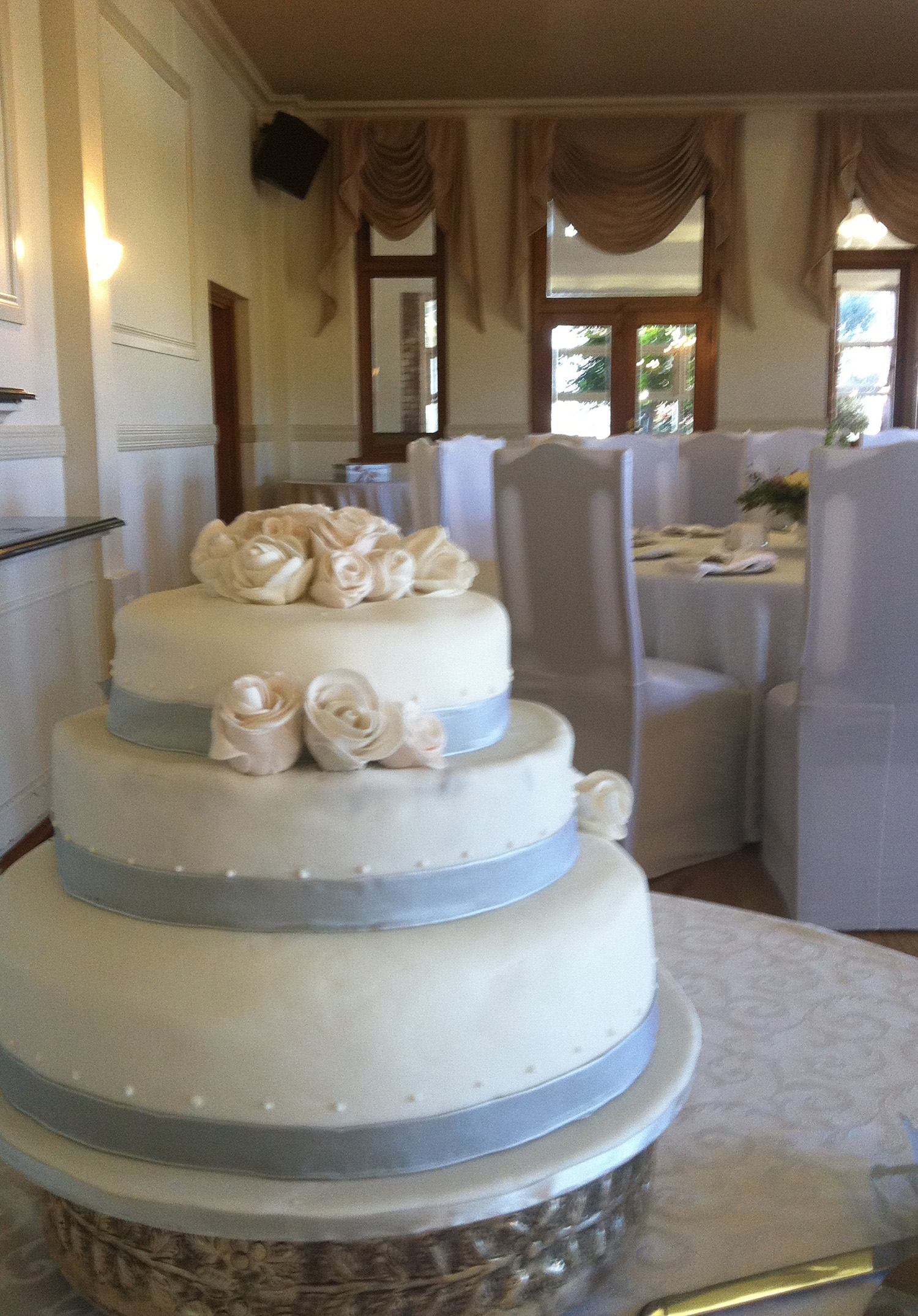 how to build a wedding cake with pillars let them eat cake wedding cake 15590